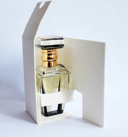glass-perfume-bottle-with-good-packing-perfume